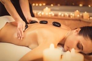 Massage avec de la cire de bougie